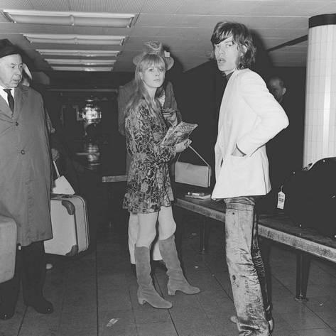 mick-jagger-with-marianne-faithfull-at-an-airport-baggage-reclaim_a-G-4075661-4990795