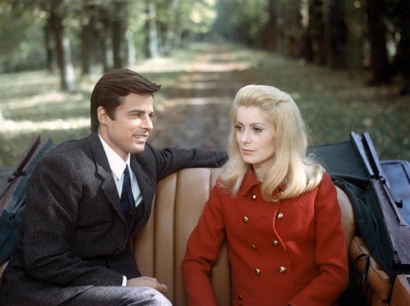 Prod DB © Five Film/Paris Film / DR BELLE DE JOUR (BELLE DE JOUR) de Luis Bunuel 1966 FRA/ITA avec Jean Sorel et Catherine Deneuve couple, voiture decapotable, manteau de Yves Saint Laurent