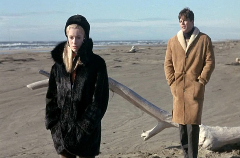 catherine-deneuve_belle-de-jour_fur-coat-beach_bmp
