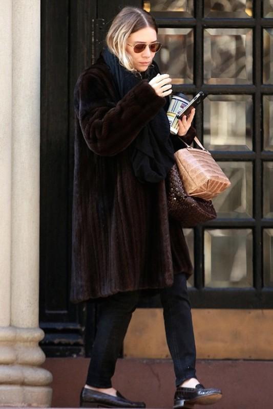 Olsens-Anonymous-Blog-Style-Fashion-Get-The-Look-Ashley-Olsen-Brown-Fur-Coat-In-Nyc-Aviator-Sunglasses-Black-Scarf-Plaid-Print-Coffee-Handbags-Leather-Croc-Denim-Loafers