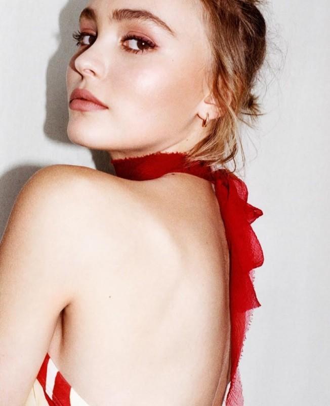 Lily-Rose-Depp-i-D-Magazine-2015-Photoshoot01