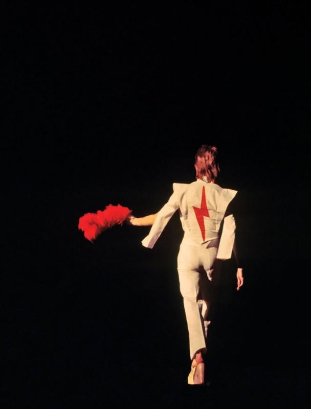 David_Bowie_1973-889x1170