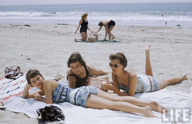 miss-moss-stewardesses-beach-4-1200x775