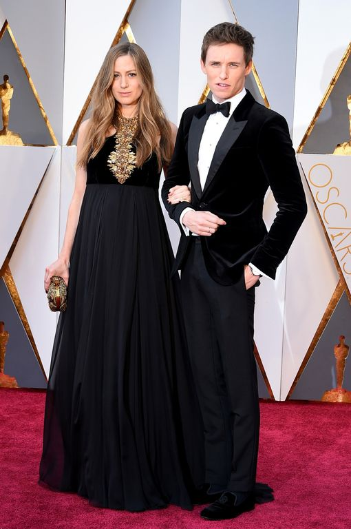 Actor-Eddie-Redmayne-R-and-Hannah-Redmayne-attend-the-88th-Annual-Academy-Awards