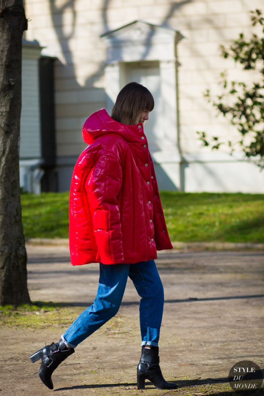 Anya-Ziourova-by-STYLEDUMONDE-Street-Style-Fashion-paris-man-repeller-patent-leather-puffy-coat