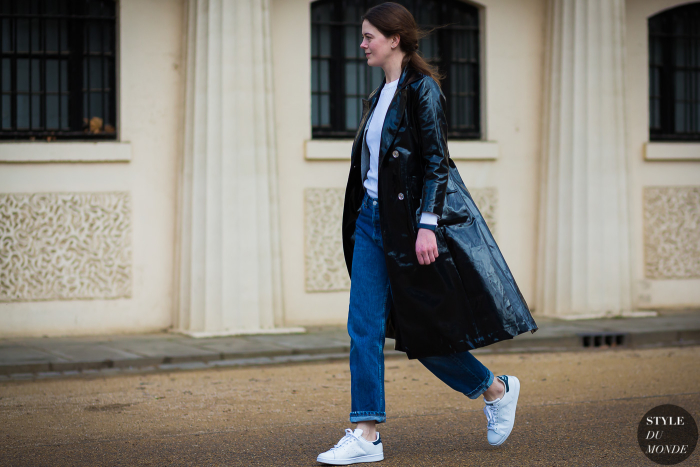 Patent-leather-trench-coat-by-STYLEDUMONDE-Street-Style-Fashion-Photography0E2A8733-700x467