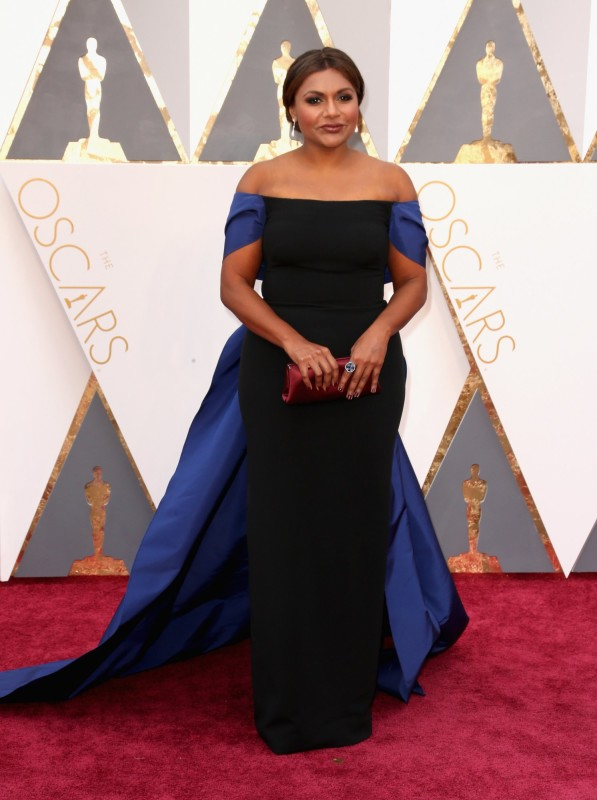 mindy-kaling-oscars-red-carpet-2016