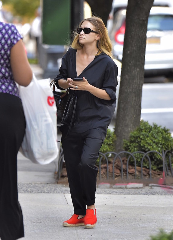 Mary-Kate-Olsen-Wearing-Orange-Espadrilles