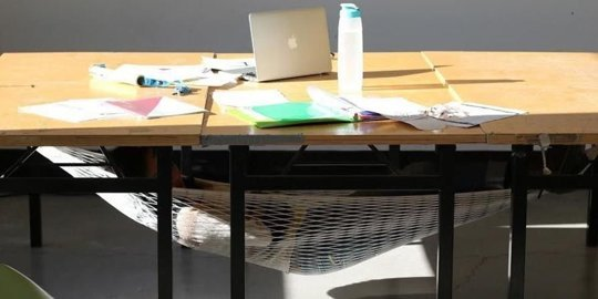 gallery-1458917823-index-nap-desk