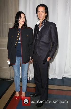 nick-cave-and-guest-london-fashion-week_4086308