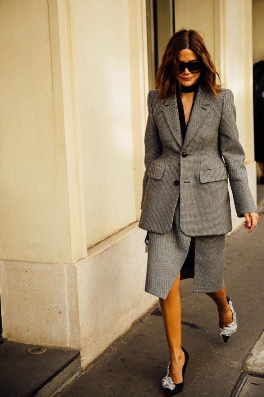 street_style_paris_fashion_week_balenciaga_valentino_givenchy_520947348_800x