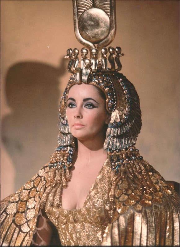 elizabeth-taylor-in-una-scena-di-cleopatra-10945
