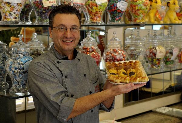 Parma, 10.11.2013 - Rubrica, un parmigiano al giorno. Paolo Montali, 52 anni. pasticcere. FOTO MARCO VASINI (copyright) Cell. 339.4333787 E-mail vasinimarco@libero.it
