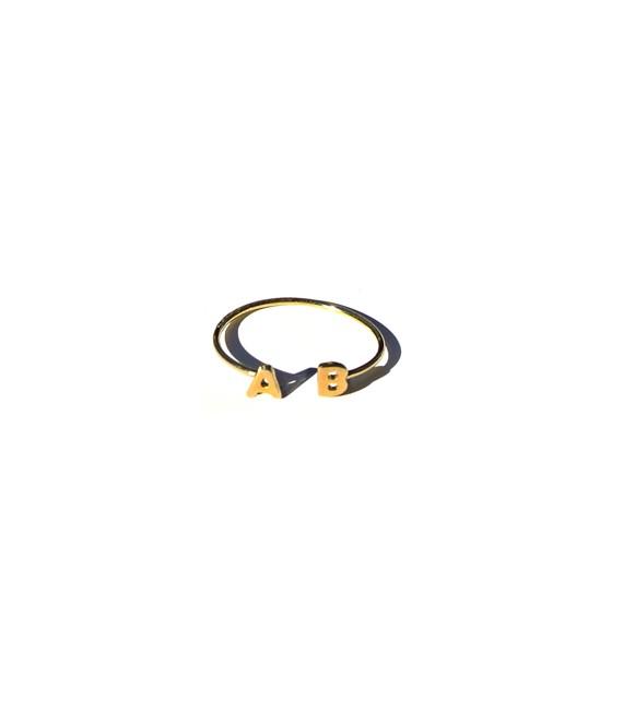 anello-filo-micro-iniziale-doppia-oro-570x652