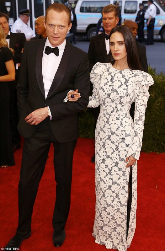 2852AC7600000578-3081817-Red_carpet_ready_The_couple_attended_the_2015_China_Through_The_-m-66_1431620518982
