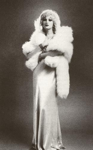 candy-darling-in-una-posa-glamour-ispirata-alle-divine-degli-anni-30-149617
