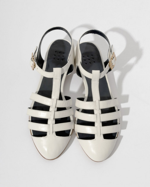 trademark_scallop_glazed_kidskin_sandal_white_14091_4