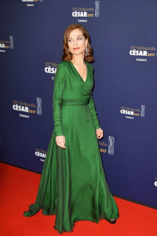 Isabelle-Huppert-a-recu-le-Cesar-de-la-Meilleure-actrice-durant-la-42eme-Ceremonie-des-Cesar-a-la-Sa_width1024