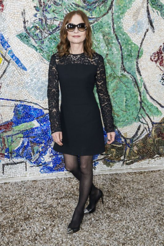 isabelle-huppert-louis-vuitton-2019-cruise-collection-in-saint-paul-de-vence-8