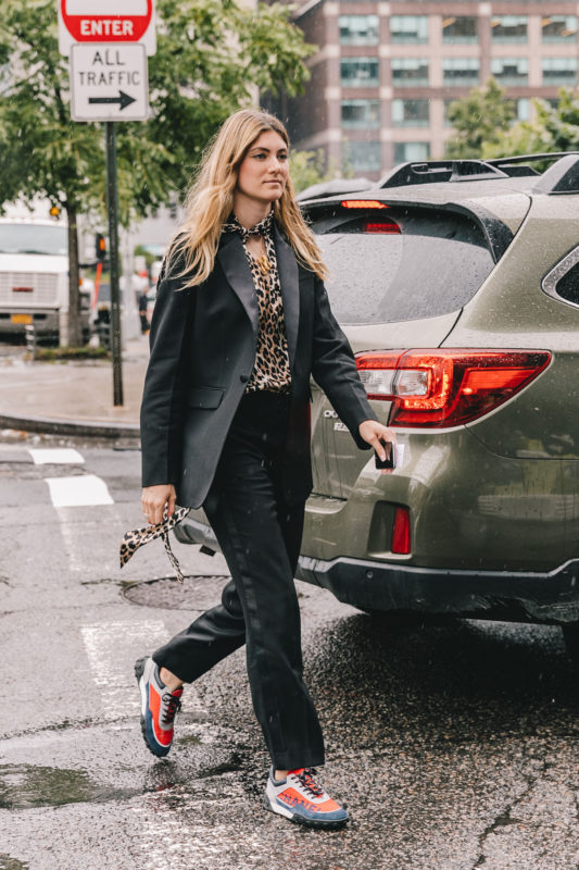 street_style_new_york_fashion_week_pantalones_vestidos_looks_tendencias_otono_2018_2019_516057436_1200x1800