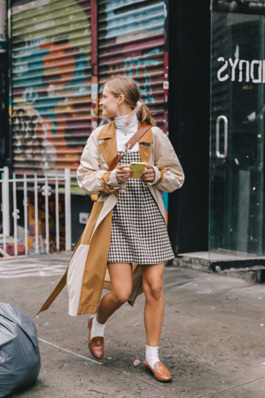 street_style_new_york_fashion_week_vestido_falda_abrigo_looks_tendencias_otono_2018_2019_48716689_1200x1800