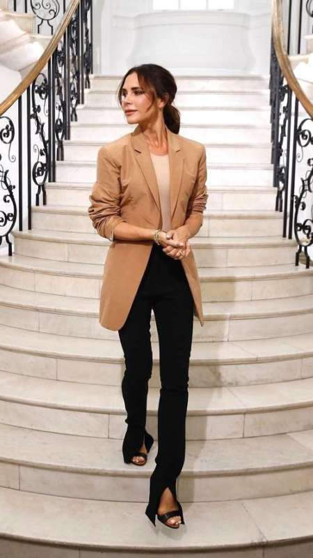 victoria-beckham-london-fashion-week-outfit-267828-1537091609088-main.500x0c