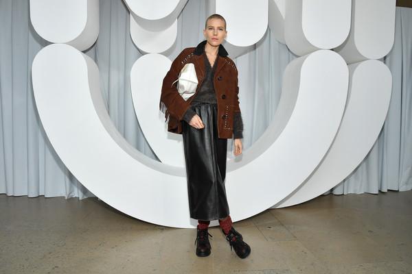 Dree+Hemingway+Miu+Miu+Front+Row+Paris+Fashion+9ROwQn_dJZVl