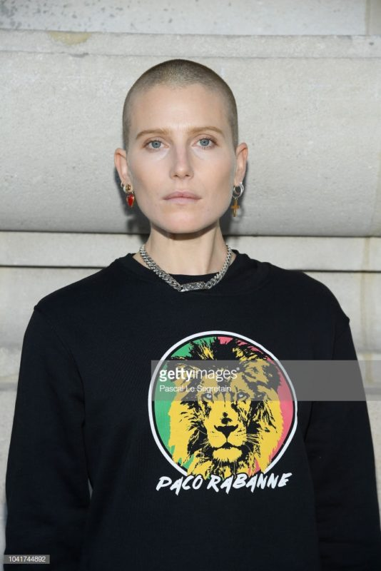 PARIS, FRANCE - SEPTEMBER 27: Dree Hemingway arrives at the Paco Rabanne show as part of the Paris Fashion Week Womenswear Spring/Summer 2019 at Le Grand Palais on September 27, 2018 in Paris, France. (Photo by Pascal Le Segretain/Getty Images For Paco Rabanne)