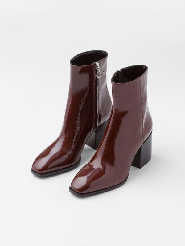 2018-03-AEYDE-AW18-Leandra_Chocolate-Patent-03-148