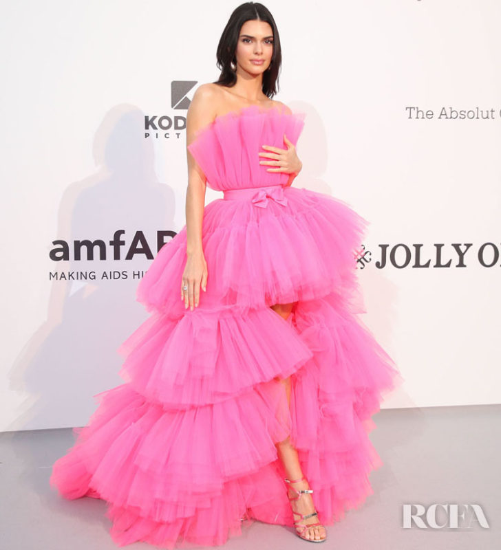 CAP D'ANTIBES, FRANCE - MAY 23: Kendall Jenner attends the amfAR Cannes Gala 2019 at Hotel du Cap-Eden-Roc on May 23, 2019 in Cap d'Antibes, France. (Photo by Mike Marsland/WireImage)