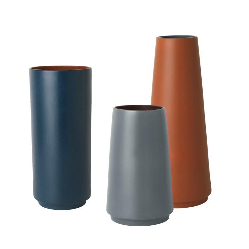 ferm-Living-Dual-Bodenvasen-blau-grau-terrakotta-frei