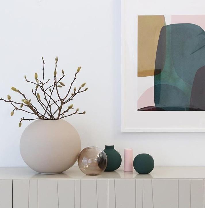vaso-in-porcellana-Ball-Vase-dal-diametro-di-30-cm-coee-design-ambient-sabbia